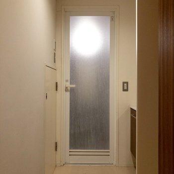 【b1f】ここは脱衣所ですね。奥には浴室があります。