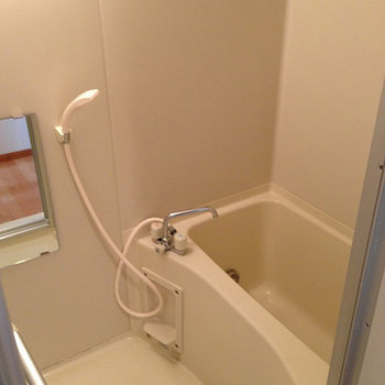 お風呂は少しコンパクト。※写真は前回募集時のものです。