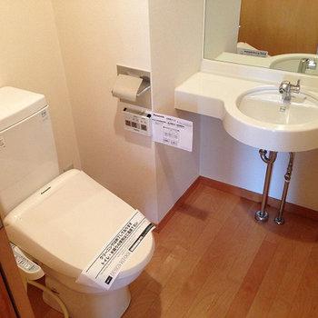トイレに立派な洗面台が。※写真は前回募集時のものです。