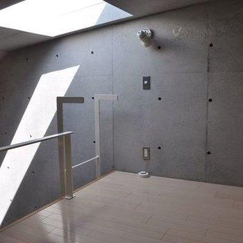 天窓のあるロフト部分(同じ間取りの別室画像です)