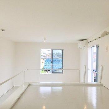 【2階】ロフト奥側から見ると。真っ白できれい。