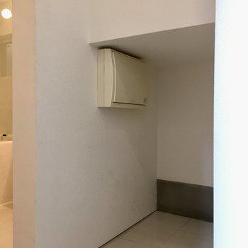 【1階】玄関正面にあるスペースが靴置き場に使えます。