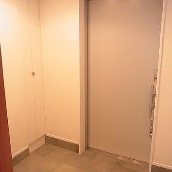 玄関もかなりゆったり。※写真は別部屋