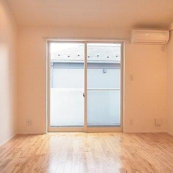 寝室も少し広め。※写真は別部屋