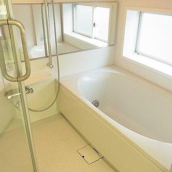 お風呂もゆったり。※写真は別部屋