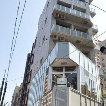 周囲より一段と高いマンション。