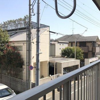 眺望は自由が丘の閑静な住宅街。大通りにも面しています。