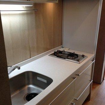 キッチンはしっかりしてます。でも狭い※写真は前回募集時のものです