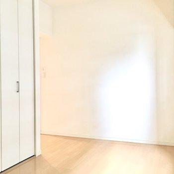 洋室②】ここが寝室かなぁ。