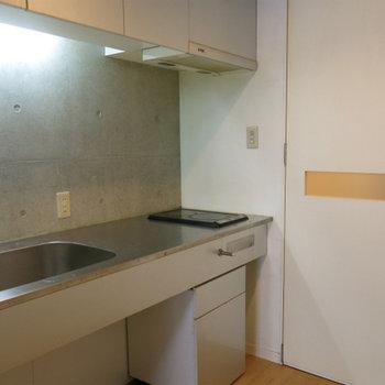 スレンレスキッチン(※写真は2階の反転間取り別部屋のものです)