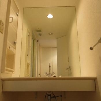 洗面台はワイド!(※写真は2階の反転間取り別部屋のものです)