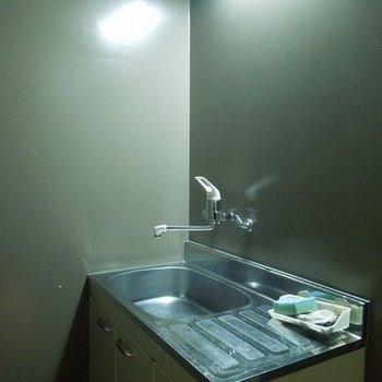 小さめの給湯室です