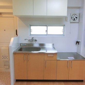キッチンも新しく、コンロ持込になります。