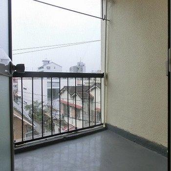※写真は別部屋ベランダは広さのある四角型