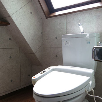 おトイレ、陽あびちゃってます。