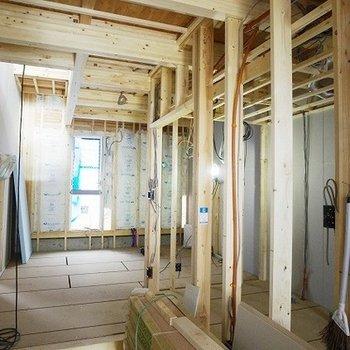 天井が高く、面積以上の広がり開放感を感じられます。