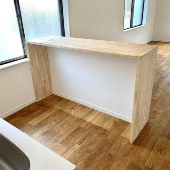 背面側にはカウンターを取り付け、使いやすいⅡ型キッチンに。
