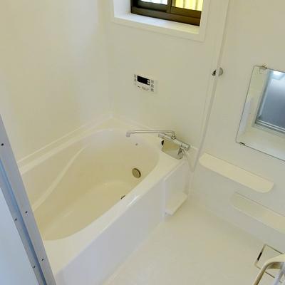 浴槽はリノベーション時に塗装とガラスコートで綺麗になっています。※写真は前回募集時のもの