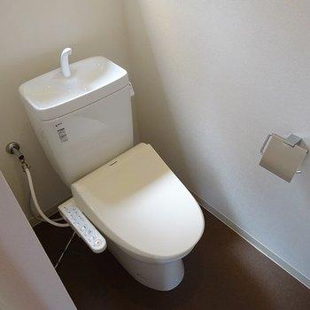 トイレは嬉しいウォシュレット付き。※写真は前回募集時のもの