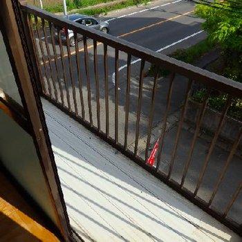 2階にはトタンのベランダ。懐かしい...…TOMOSオリジナルの