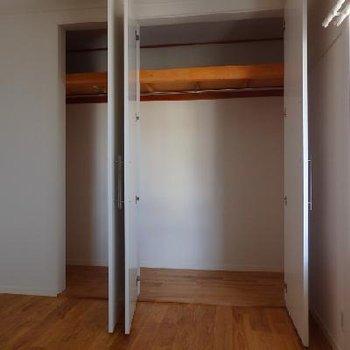 もうひとつの6帖の洋室。こちらにも収納がたっぷり。※写真は前回募集時のもの