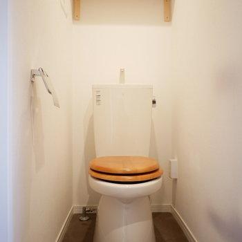 木製の便座と床材に合わせた棚※前回の募集の写真です。