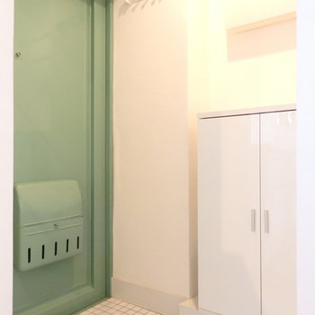 【前回募集時の写真です】扉はおしゃれなモスグリーンに変更。アメリカンヴィンテージの雰囲気