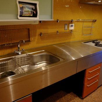 ラフな造りのキッチン。