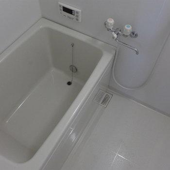 お風呂も清潔感あって、広さも十分!