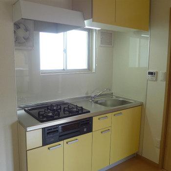 淡いイエローのシステムキッチンが素敵なの!