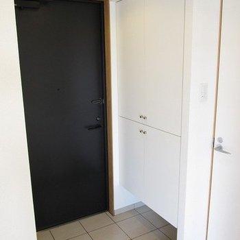 玄関も広いしシューズボックスもしっかりあります!