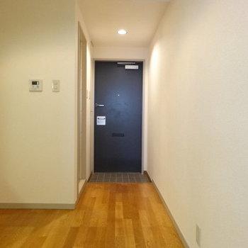 ここが広いんです。※写真は1階の反転間取り別部屋です。