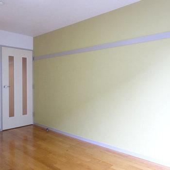 アクセントはグリーンを採用。※写真は1階の反転間取り別部屋です。