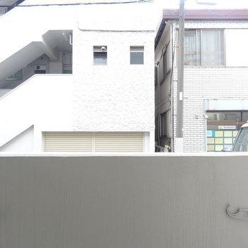 まぁ1階なので眺望はね。※写真は1階の反転間取り別部屋です。