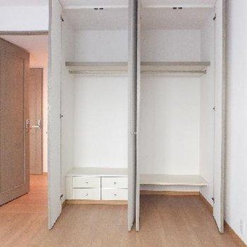 各部屋のクローゼットはこんな感じ。高さも奥行きもGOOD!
