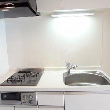 キッチンはシンプルデザイン!※写真は前回募集時のものです。