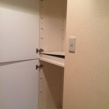 シューズクローゼットは可動棚! 大きめサイズです。
