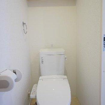 トイレも真っ白!キレイです