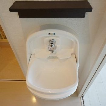 洗面台ですが、排水溝がない...?流すには・・・(答えは文章に!)