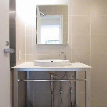 洗面台がお風呂と一緒のスペースですがキレイで嫌じゃない◎ ※写真は別部屋