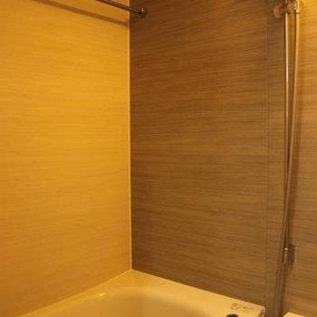 お風呂の壁の柄がお洒落
