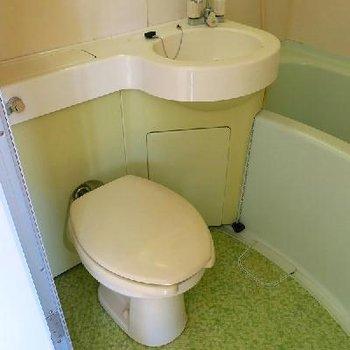 トイレは少し狭め…