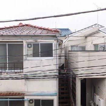 静かに暮らせる環境です。ちょっと電線が近いですね。