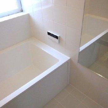 四角いスタイリッシュな浴槽