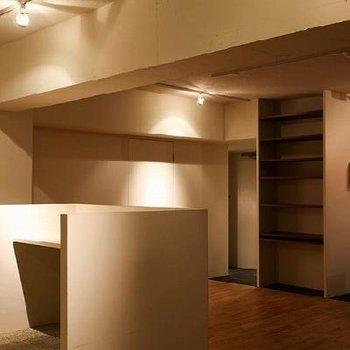 リビングには囲まれた小部屋のような空間があります。