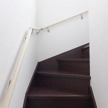 玄関は1階。入るとすぐに階段です