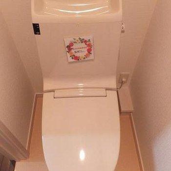 2階にはトイレや洗濯機置場もあります。