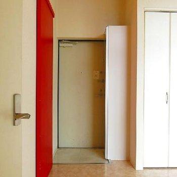 玄関は少し狭め