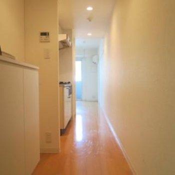 玄関はゆったり、廊下は長め