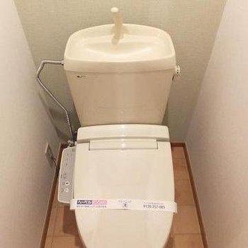 トイレ。ウォシュレット付きです。